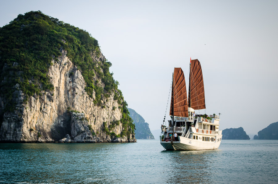 Cruise in Ha Long Bay on the Dragon Pearl Junk